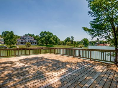 Photo for 4BR/4BATH Modern Vacation Home on Lake McQueeney/Guadalupe River with boat lift