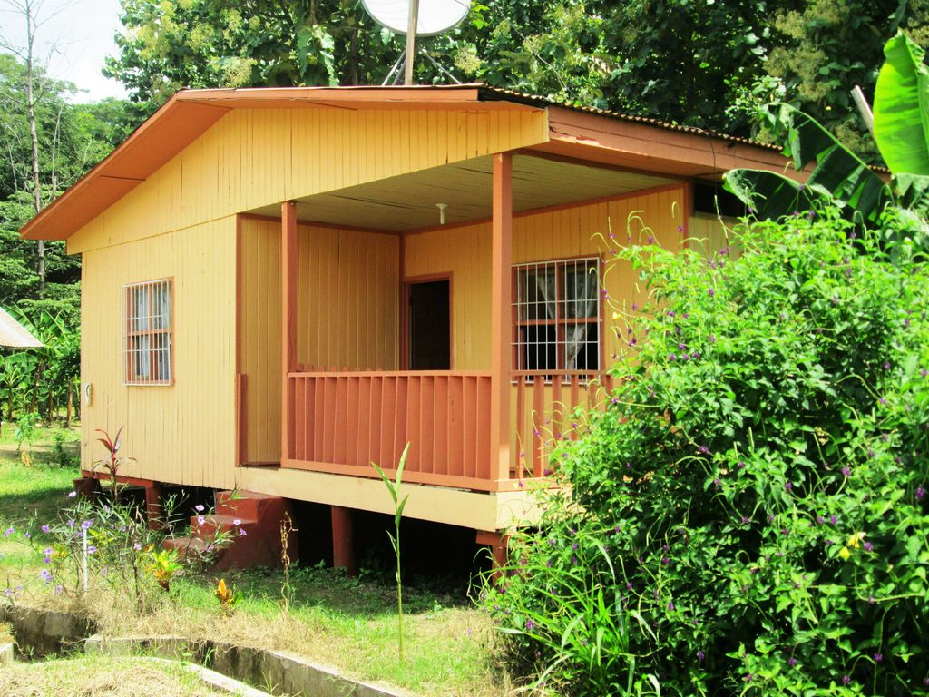 Large farm house near curu park and beaches private and for Low cost farm house