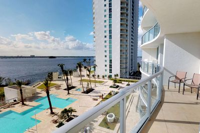 Welcome to Oasis Grand, one of Fort Myers most luxurious, unique and upscale vacation destinations.