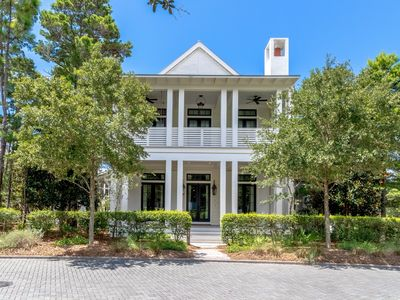 Photo for Exclusive Luxury Home across from Frog Pool w/Beach Club Access. Mins to Beach!