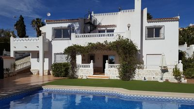 Photo for Villa with large pool and sea views in L'Alfas del Pi, Costa Blanca