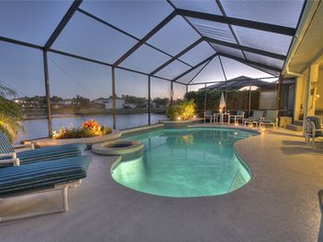 Stylish Lakefront Villa, South Facing Private Pool, Hot Tub, Many Upgrades