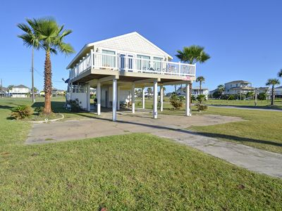 Photo for Cottage by the Sea-ONLY 300 FT FROM THE WATER.- FREE ACTIVITIES including a ticket for Schlitterbahn Waterpark per day. Concierge services available.
