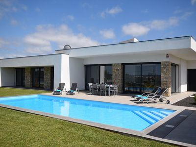 Photo for Spacious, modern villa with private pool, garden and beautiful view near Alcobaça