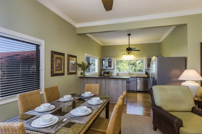 Indoor dining for 6 in addition to outdoor lanai dining