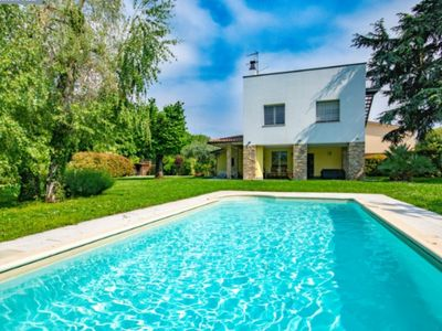 Photo for Elegant and modern villa to head to m50 from the lake with garden, private pool.
