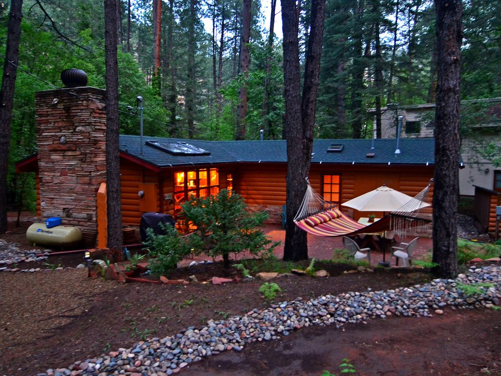 Sit in the hot tub under towering cliffs at vrbo for Az cabin rentals with hot tub