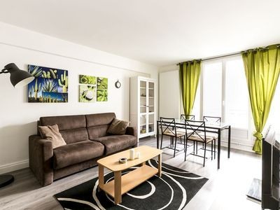 Photo for Bright 1bdr apt steps away from Montmartre!