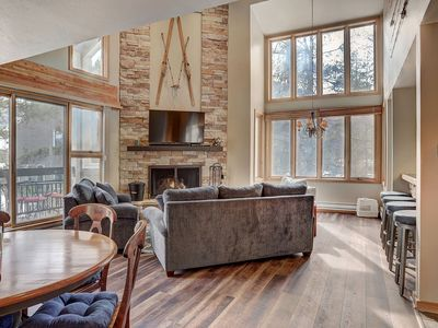 Photo for Pines 2045 Spacious 3Bdrm With Vaulted Ceilings by Summitcove Lodging