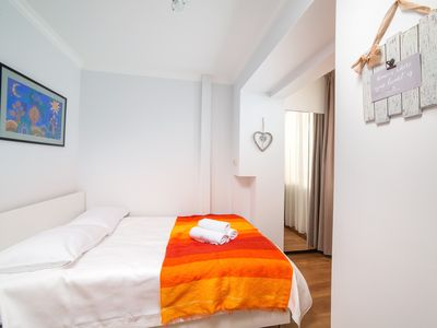 Photo for Bright, Colorful 1BDR apartment in 3 min from Subway