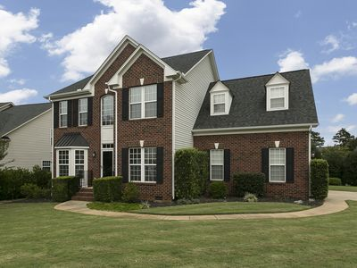 Thomsen House: Large, sunny, and spacious home with 2 car garage & game room.