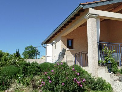 Photo for Villa for family with air conditioning, private pool and fenced garden between the vineyards