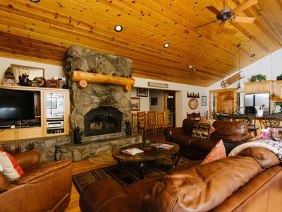 Photo for Fawn - Family 5 BR Lakeview w/ Hot Tub & Pool Table! Sleeps 12! From $450/nt