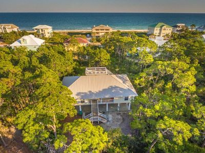 Photo for 2BR/2BA Beach Cottage inside Plantation, Sleeps up to 8, Pet Friendly!