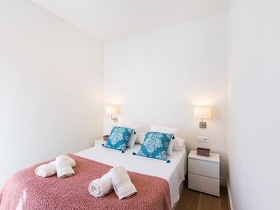 Photo for Modern Apartment Close to Historic Centre with Air Conditioning & Wi-Fi; Free Street Parking