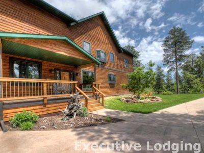 6 bedroom 5600 sq ft Cabin near Deadwood