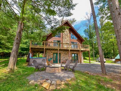 Lake area log home with hot tub, fire pit, gas grill and fireplace!