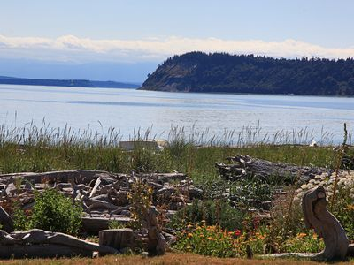 Photo for Charming 2 BR, 1 BA, No-bank Beachfront Flat on Useless Bay, Whidbey Island