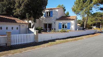 Photo for Detached Villa in La Tranche sur mer, 400 yards from the beach and forest