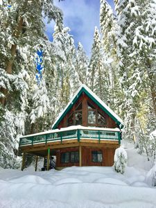 Photo for Luxury Mountain Lodge near Mt Baker, Hot tub, WIFI, Wood Fireplace, 3 bath
