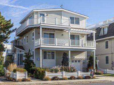 Photo for Gorgeous beach block single family home with fantastic views of the ocean.