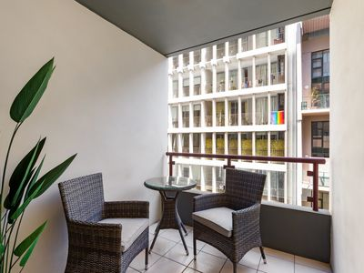 Photo for Inner City - 1 bedroom modern self contained apartment easy access to Syd CBD