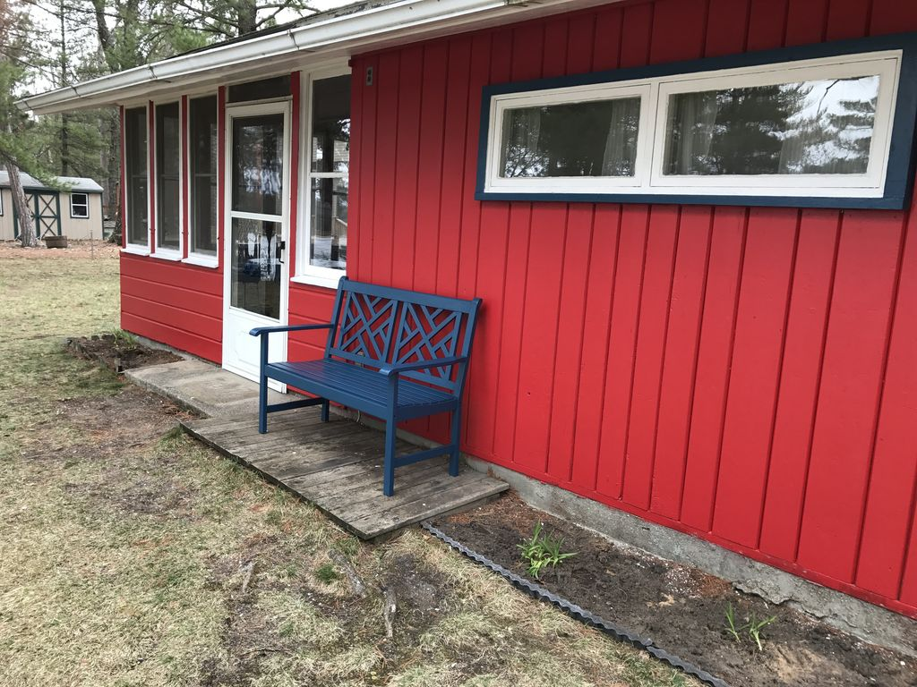 Rustic up north log cabin waterfront pet friendly tawas for Up north cottages