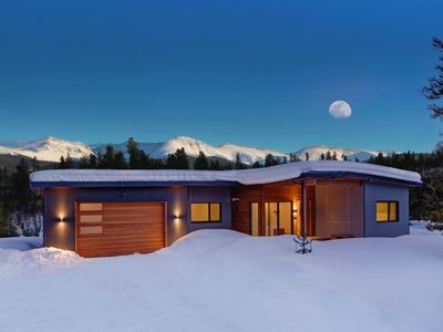 Photo for Contemporary Home in the Mountains