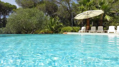 Photo for Beautiful air-conditioned property in a green setting with infinity pool,