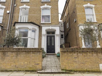 Photo for Stunning, Bright 3 Bedroom Flat in Finsbury Park