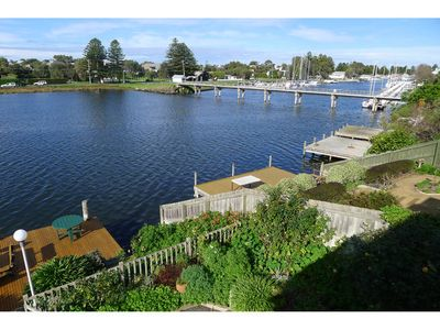 Photo for RIVER CHARM APARTMENT, Port Fairy