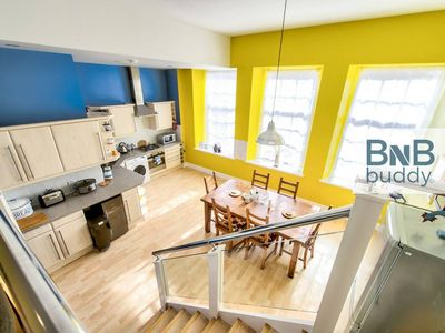 Photo for Lovely 3bed/3bath Townhouse with Free Parking and Balcony