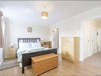 Lovely house, close to transport links