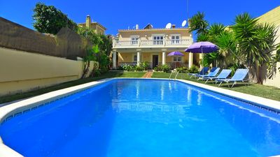 Photo for Detached villa, A/C, private heated pool, ping pong, pool table, sun terrace