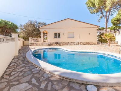 Photo for Beautiful villa with private swimming pool at 800 m from the beach