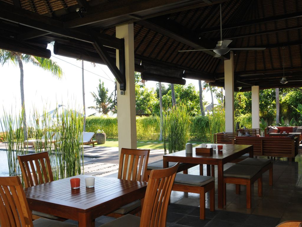 Vacation Rental On Bali 10 Persons Luxury Villa With Private Pool On The Beach Dencarik Lovina