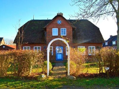 Photo for Holiday home for 8 guests with 150m² in Borgsum (83874)
