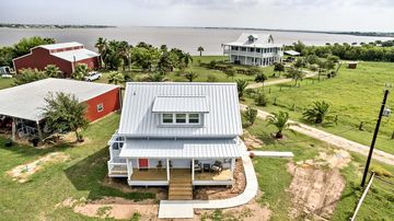 Updated Ranch Cottage W Pier On Carancahua Bay