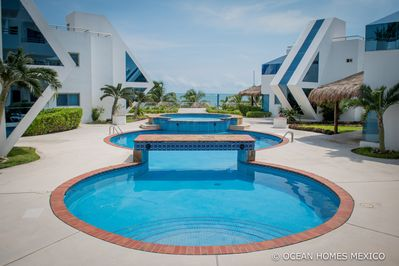 Ocean/Beach Front and Large Swimming Pool!