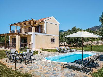 Photo for Stylish 3 bedroom villa, 5 minute walk to beach, free Wi-Fi, A/C & pool
