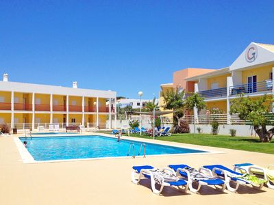 Photo for Super 2 Bedroom Apartment with terrace, pool, sunbeds & BBQ, near Galé Beach