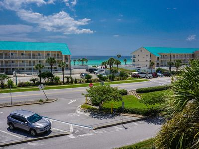 Photo for Emerald Gulf Balcony View! King Size Bed!