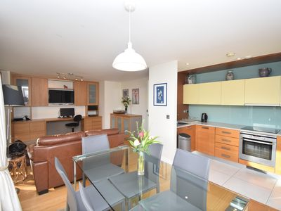 Photo for Modern 2 BR Flat in Kings Cross!