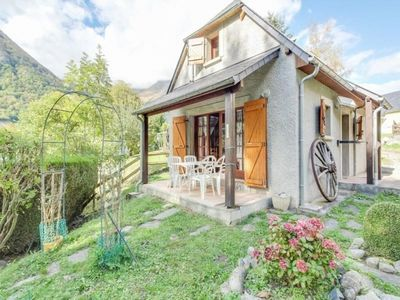 Photo for Apartment Cauterets, 3 bedrooms, 4 persons