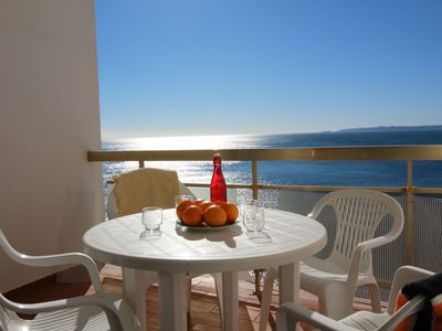 Photo for Studio-cabin with a magnificent view of the bay of Roses and a very sunny terrace will all