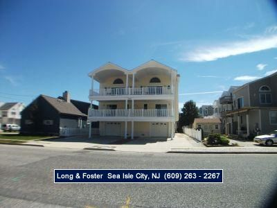 Photo for CENTRALLY located, easy access to promenade and Beach!