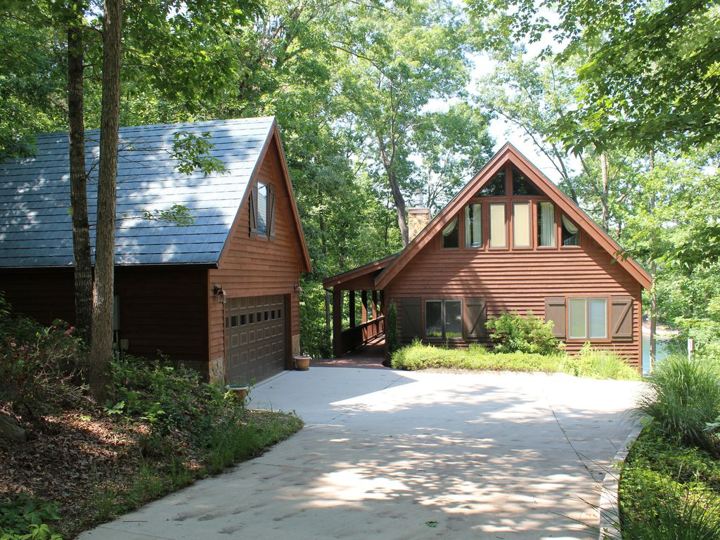 Lakefront Cabin With Multiple Outdoor Spaces Fire Pit
