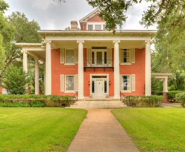 Beautiful Historical Home in the heart of Gonzales, TX.