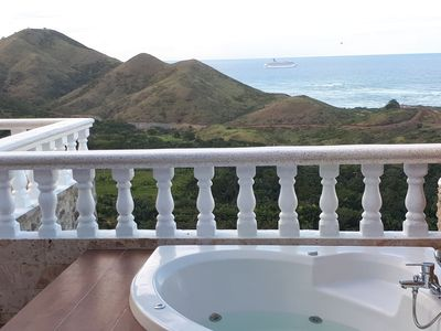 Beautiful modern 2BDM Penthouse with fantastic ocean view!
