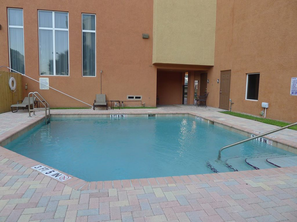 Oceanside Luxury 4 Bedroom Multi Level Vacation Townhome   Walk to Beach